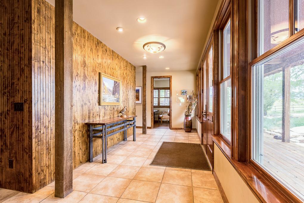Scenic Mesa Lodge Entry 1