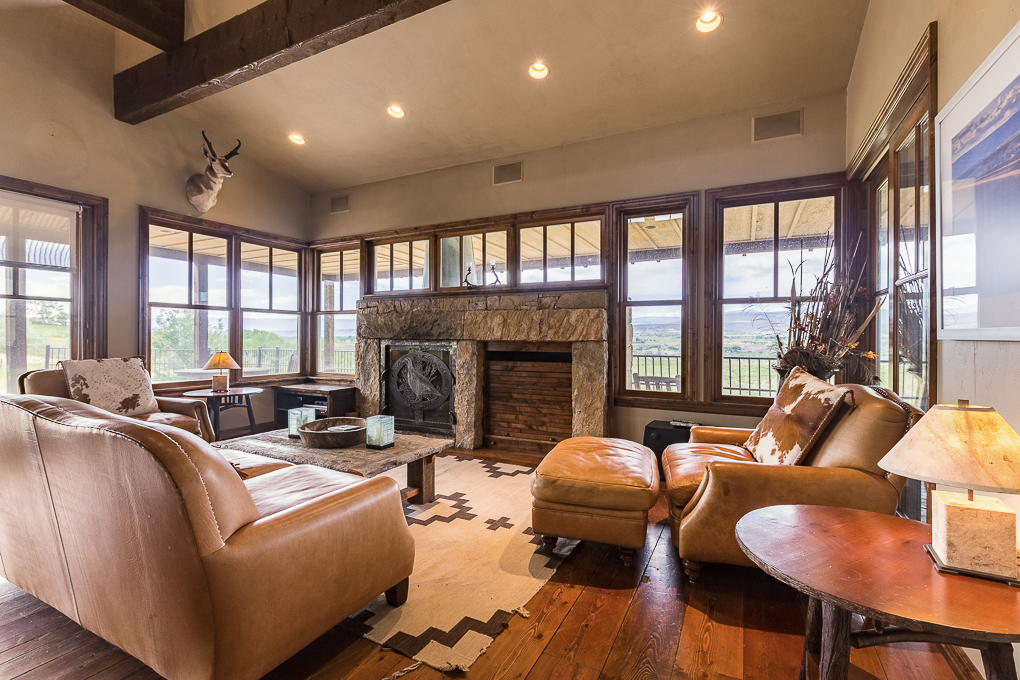 Scenic Mesa Lodge Sitting Area 3